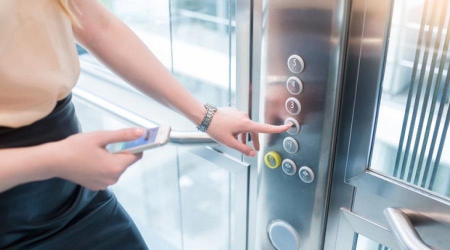L'ascensore che si auto sanifica nasce a Milano